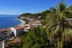 Výhled z terasy apartmánů Mandarina, Podgora - Čaklje, Makarská riviéra, Chorvatsko