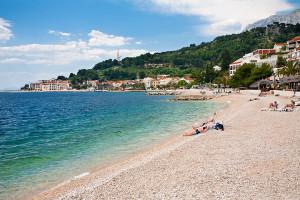 Památník Galebova krila z pláže, Podgora, Makarská riviéra, Chorvatsko